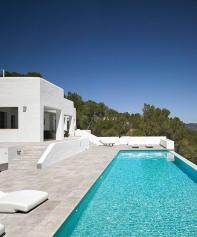 Rosa-Gres-mistery-Grey-piscina1